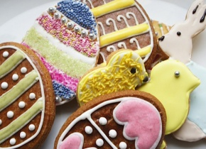 Carluccios Easter biscuits decorating