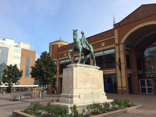 lady-godiva-statue-coventry-city-centre